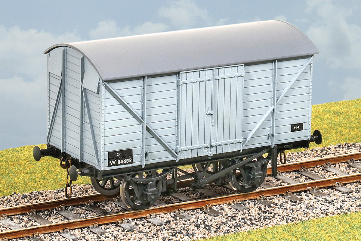 Parkside Dundas O Gauge PS24 GWR 12 ton Covered Goods Wagon Kit w/Wheels