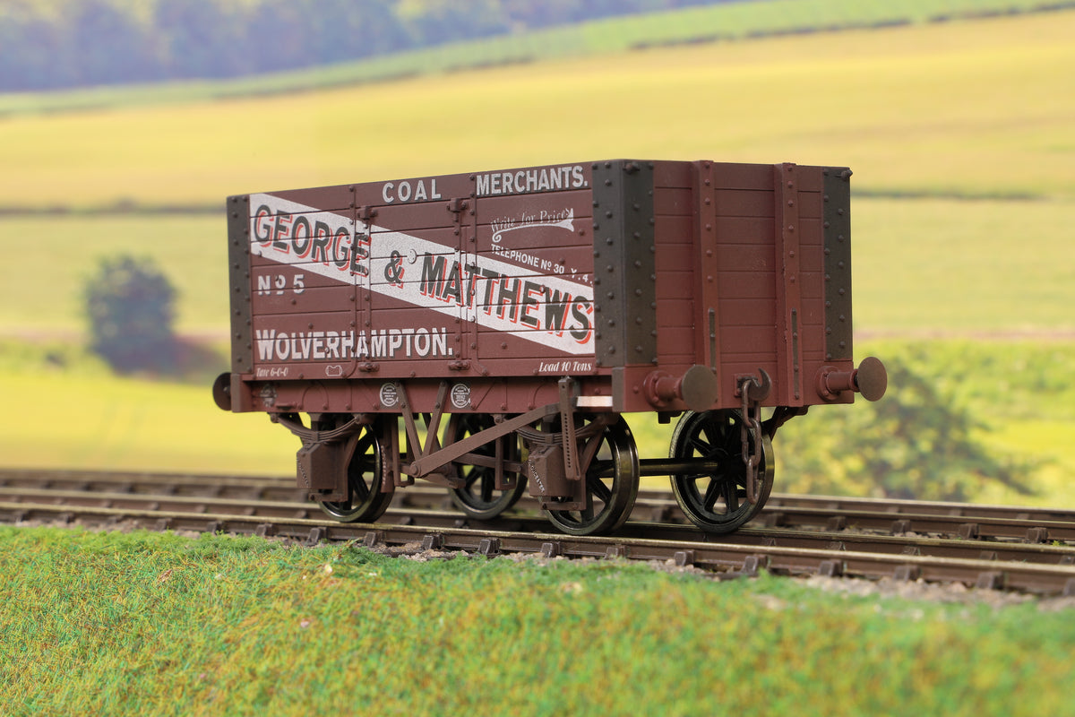 Dapol 7F-072-001W O Gauge 7 Plank 9' W/B Two Door George & Matthews 5 Weathered