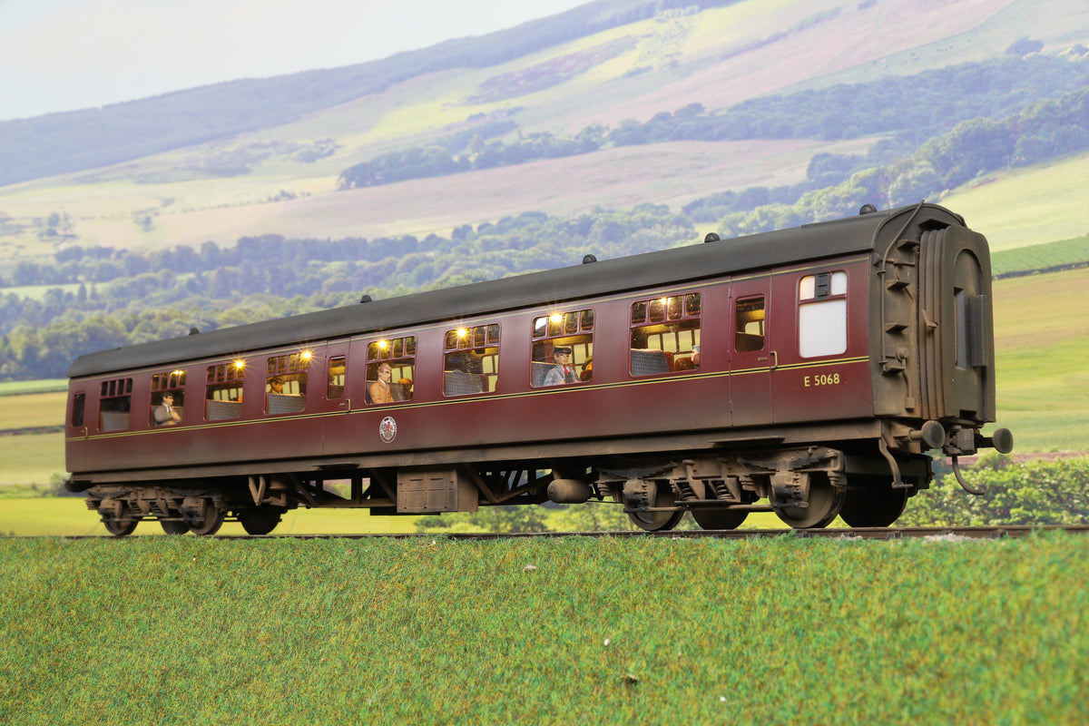 Darstaed Finescale O Gauge BR Mk1 TSO, Lined Maroon 'E5068', Weathered with Passengers