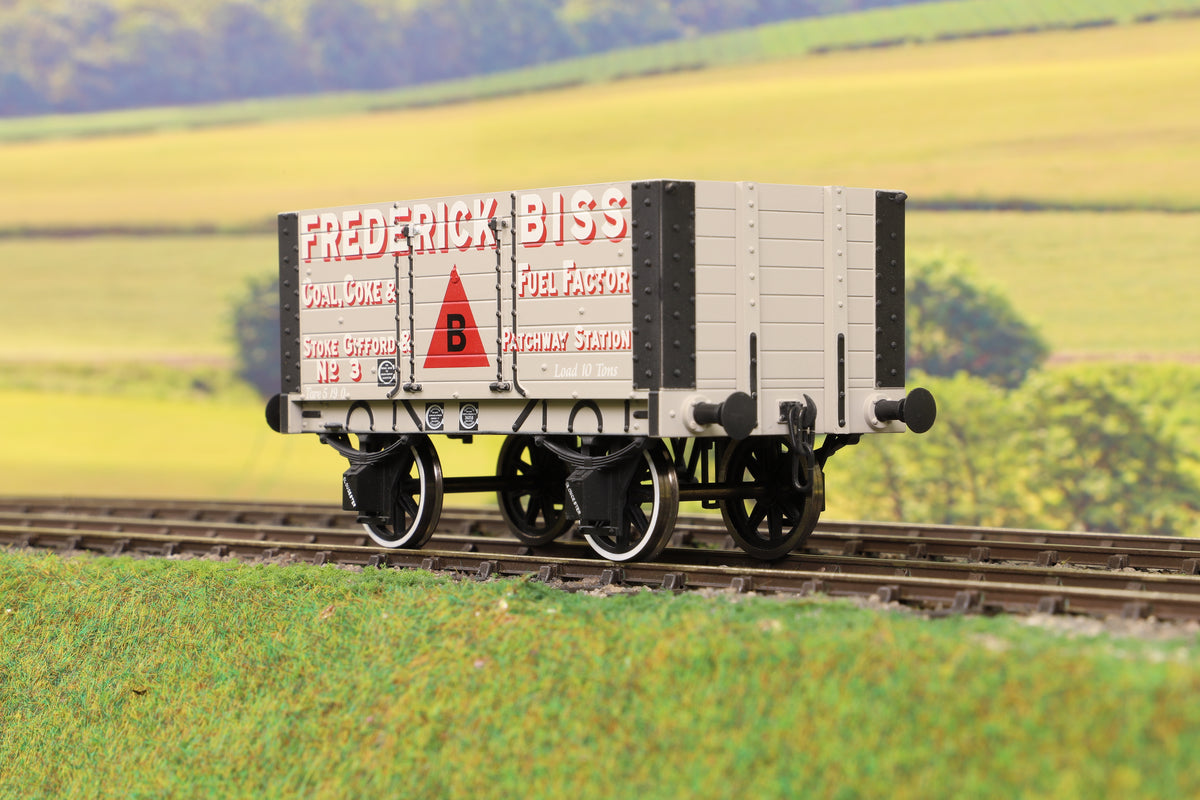 Dapol 7F-072-003 O Gauge 7 Plank 9' W/B Two Door Frederick Bliss 3