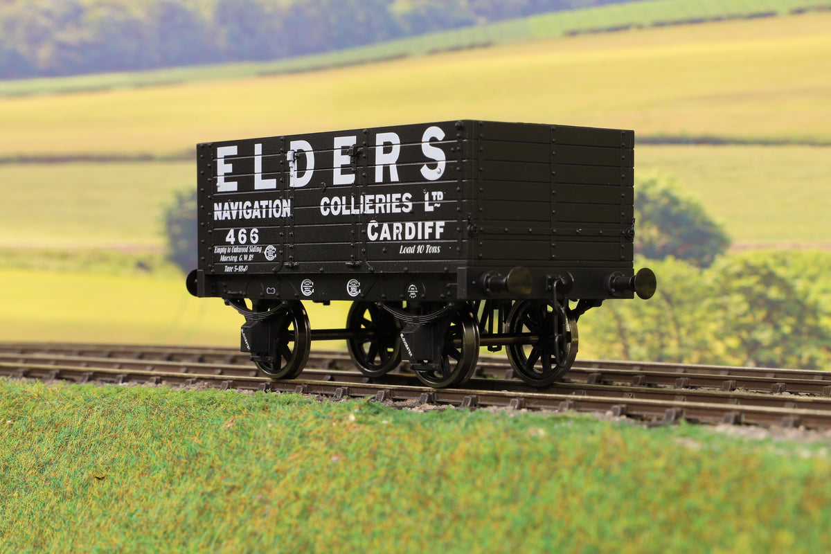 Dapol 7F-073-002 O Gauge 7 Plank 9' W/B Three Door Elders 466