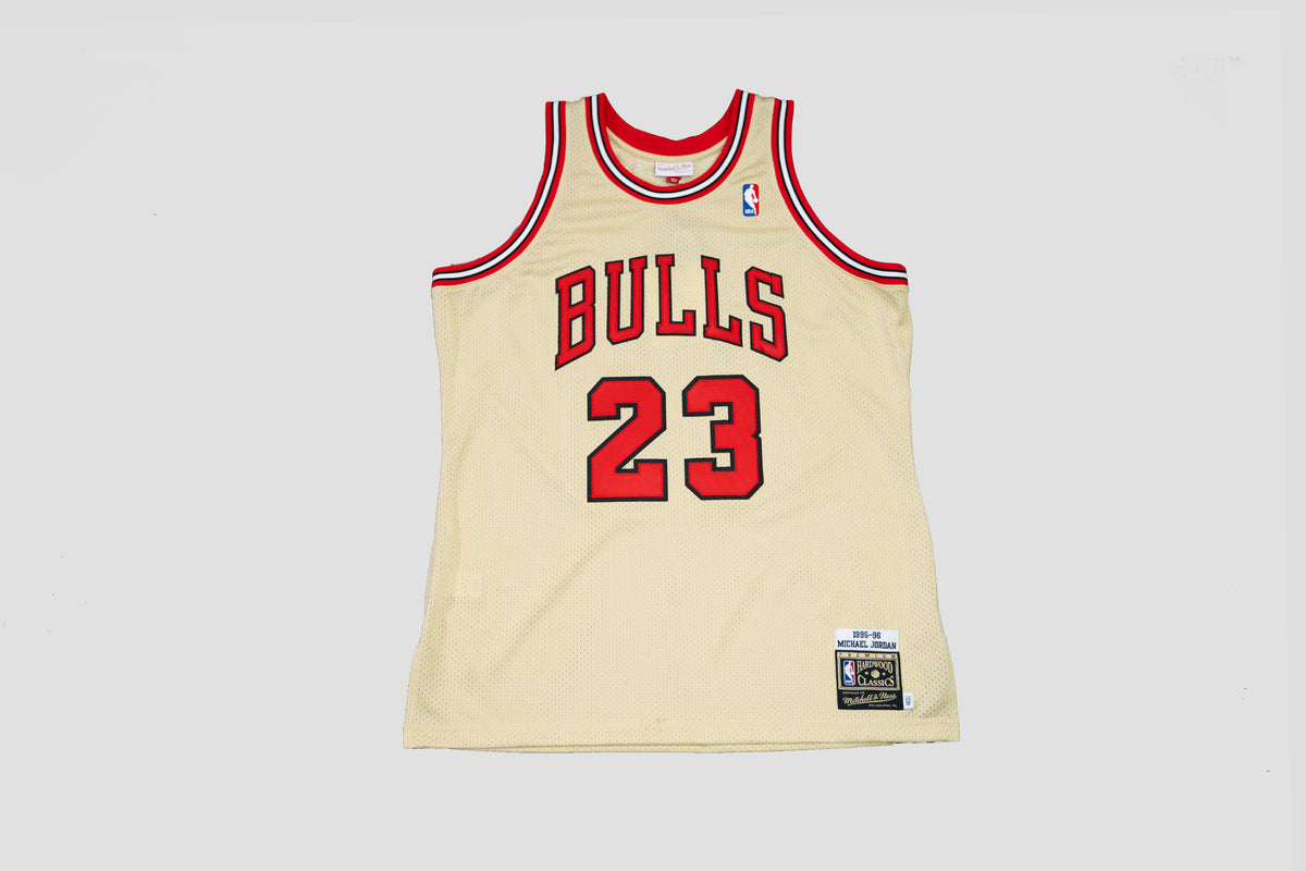Mitchell & Ness 1995-96 Chicago Bulls Michael Jordan Throwback Jersey