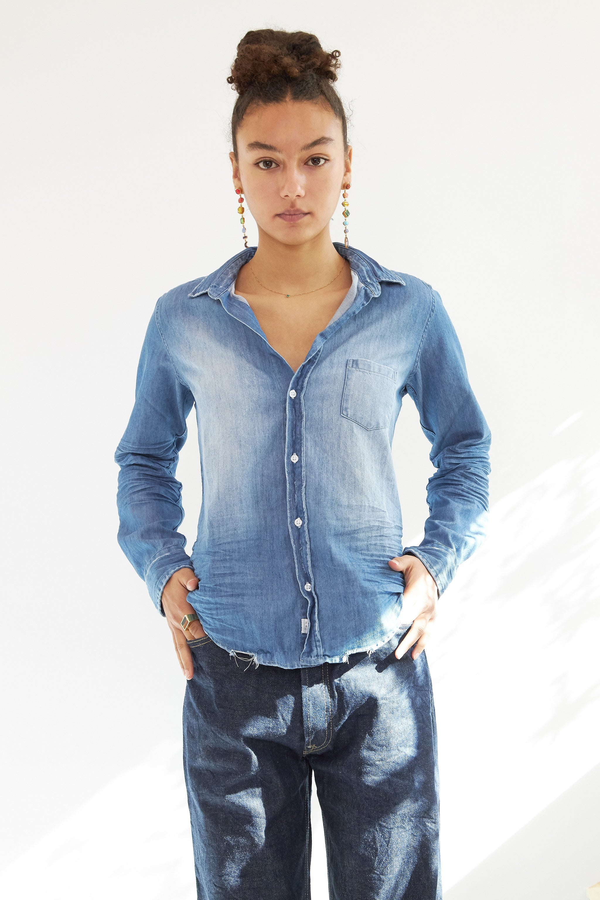 FRANK AND EILEEN Barry  Denim  Button Down