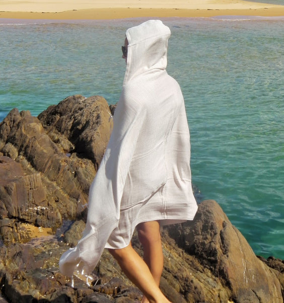 WATEGOS handloomed hooded Turkish towel in Latte - is pure style at the beach, on the street or when you want to keep cosy at home