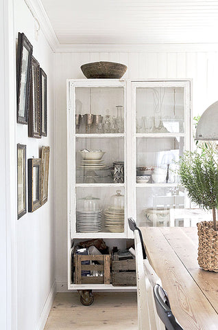 Sourced from https://www.sfgirlbybay.com/2015/12/10/wintery-white-cabinetry/