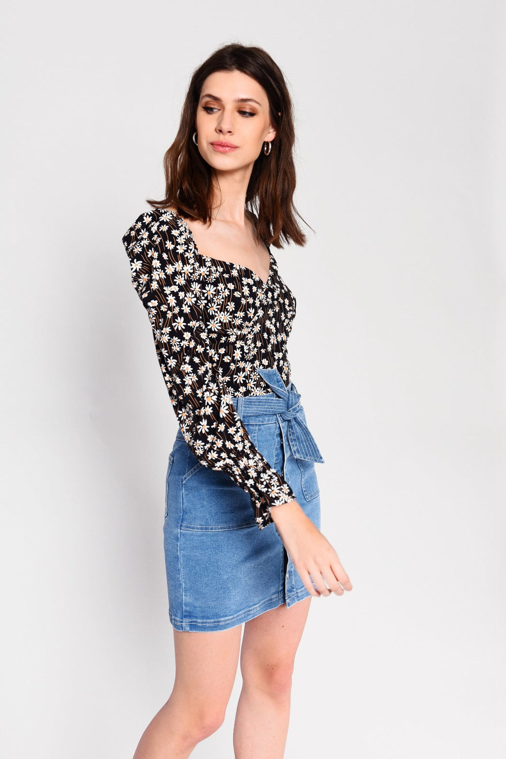 coco boutique, coco boutique top, Channel a look that is both feminine and floral in our latest all over daisy printed blouse. Ditsy and destined to make a fashionable impact, pair yours with your favourite denim skirt or jeans.