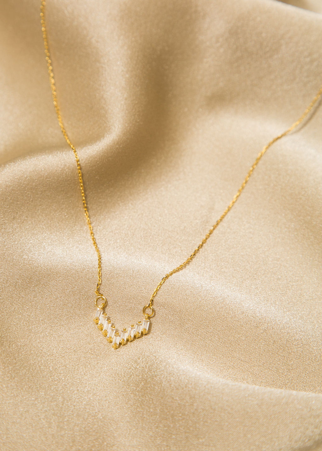 Carol.B Baguette crystal 'V' Necklace - Gold