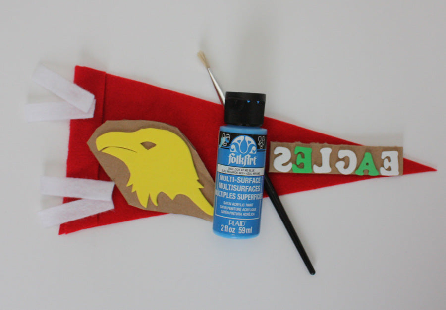 how to make a school spirit pennant with @PlaidCrafts