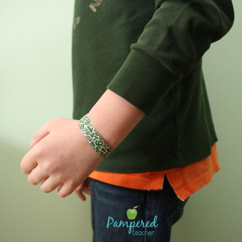 Washi tape ideas for the classroom | field trip wrist bands help keep the class identified #teachers