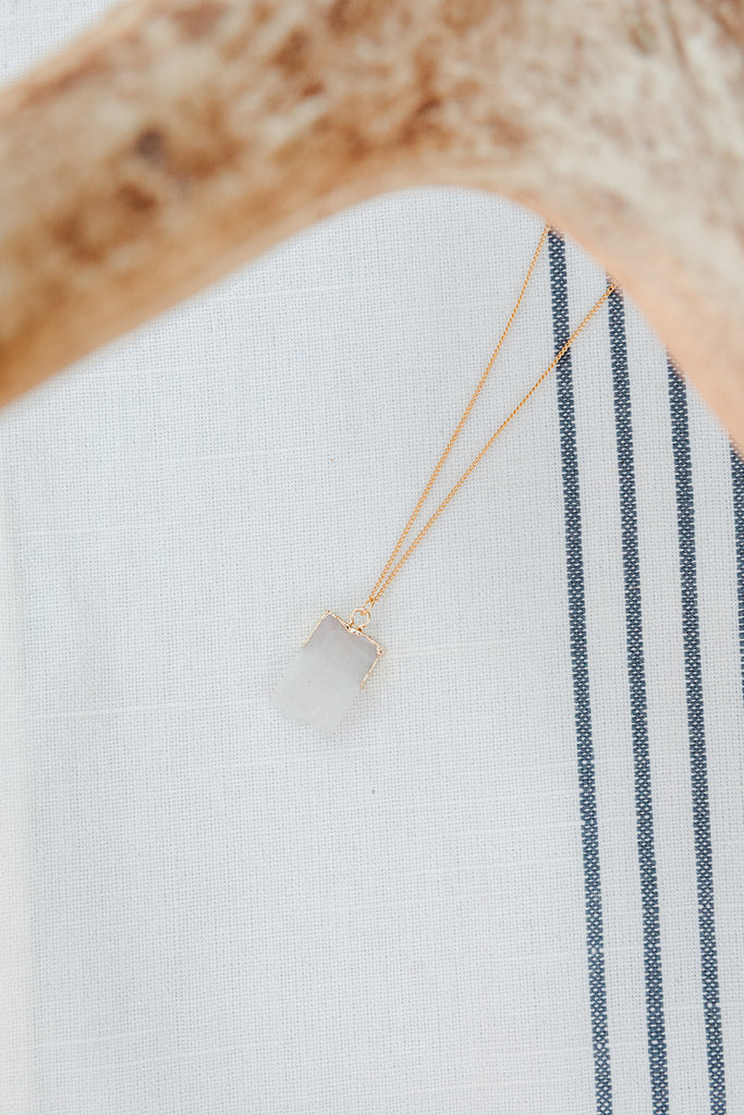 Gold Detail White Smoke Necklace
