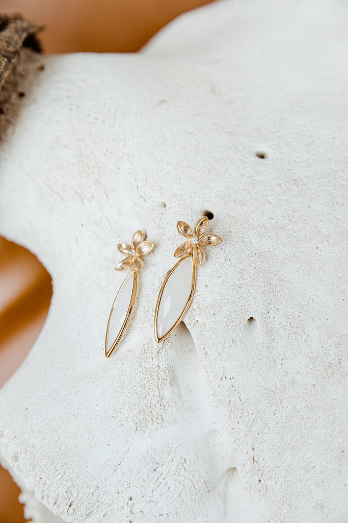 Flower Post with White Smoke Geometric Drop Earrings