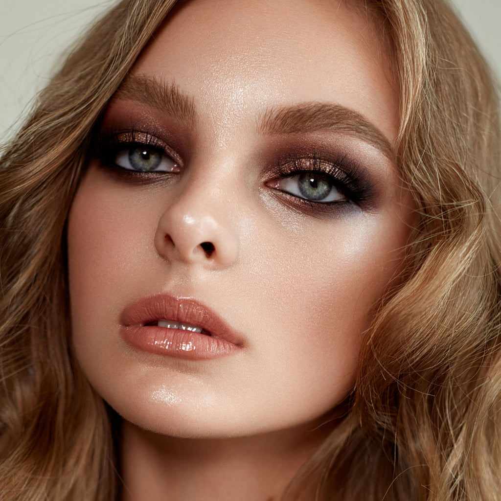 A model with a shimmering smokey eye