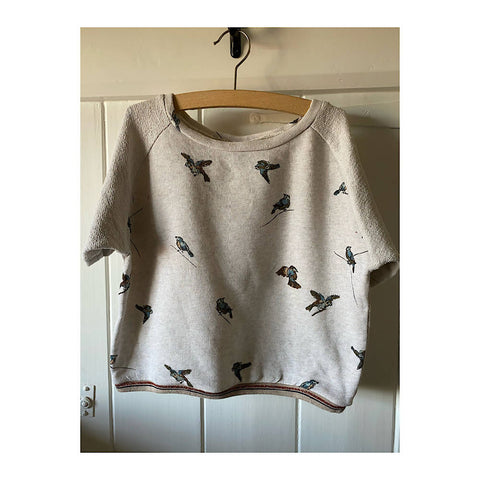BELLEROSE CREAM LIGHT S/S SWEAT TOP with hummingbirds AGE 8/10
