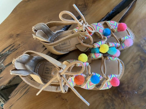 GAP girls tan pom pom sandals, size 13