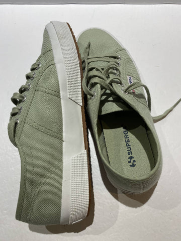Superga Brand New pumps size 6 1/2