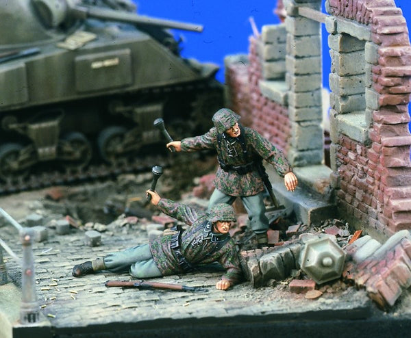 Verlinden 1/35 Sturmtruppen throwing Grenades  | VER1653
