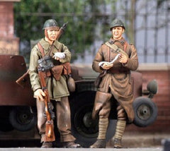 Nemrod 1/35 French wounded Motorcyclist and Soldier | 35069