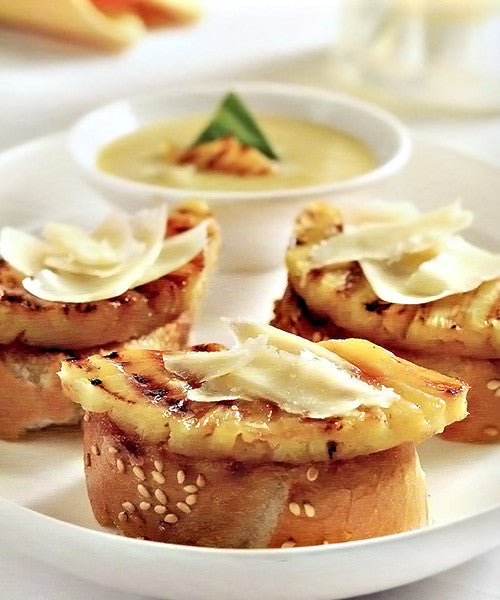 Bruschetta with roasted pineapple, vanilla and vintage mustard