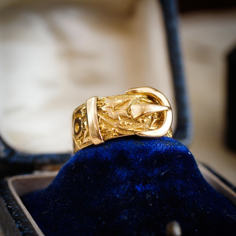 Date 1914 18ct Gold Buckle Wedding Ring