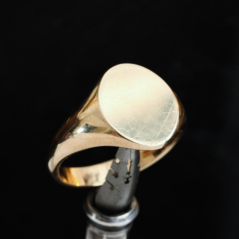 Classic Gent's 9ct Gold Oval Signet Ring