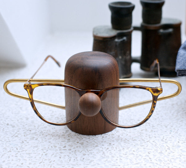 Nosey Eyewear Dock (walnut)