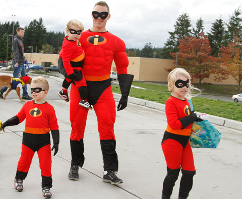 family dressed as the incredibles