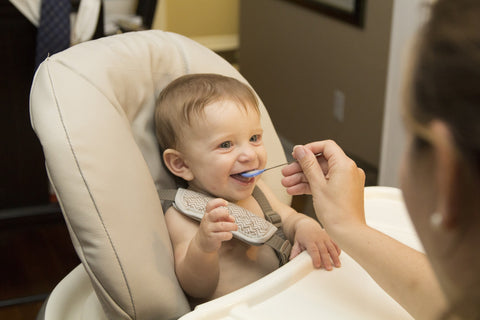 baby weaning and eating solid food