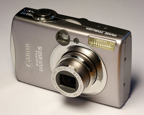 standared-point-and-shoot-camera