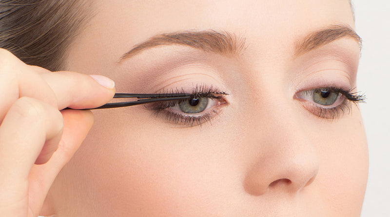 Lash Adhesive: 6 Do's of Lash Application