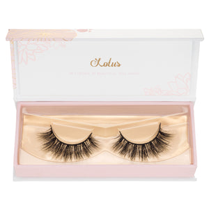 Yariszbeth Mink Lashes 3D mink lashes collaboration lotus lashes in packaging