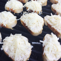 Lactose Friendly Grilled Garlic Bread with Mozzarella Goat Cheese