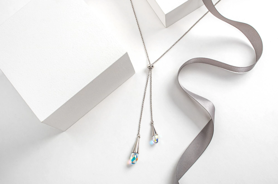 Lariat briolette drop necklace with Swarovski crystals (par Callura)