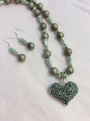 Pearlized Glass Beads & Silver Heart Pendent Set