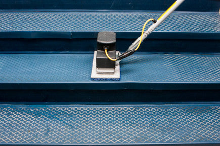 The Tomcat NANO EDGE® stick machine is a game-changer when used in stairwells. With perfect size stair pads, to ease of transportation, this machine is a must have for multi-level buildings