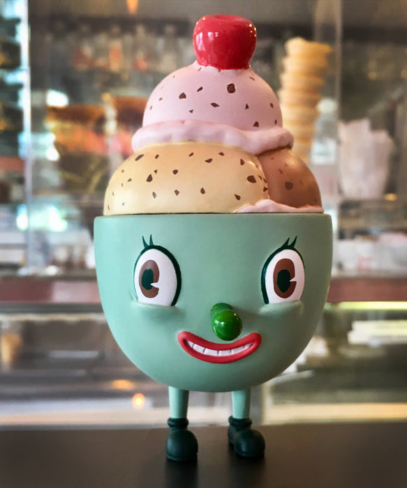 Lil' Scoopy Neapolitan  by  Nouar x Martian Toys