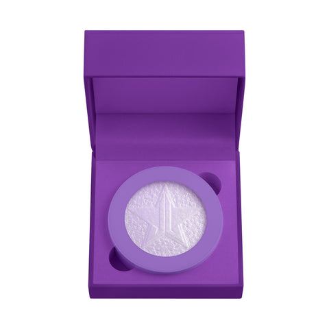 Highlighter 'Choking On Ice' has a prismatic purple effect. This choke worthy, diamond finish will leave your skin looking dramatically high end.