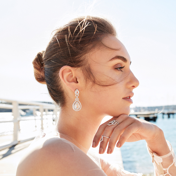 Australian jewelry designer Novella Row that uses gemstones and pearls. Bridal and every day collection.