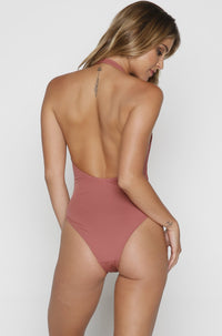 Stella One Piece in Sahara