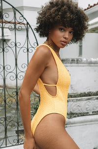 Thais One Piece in Yellow