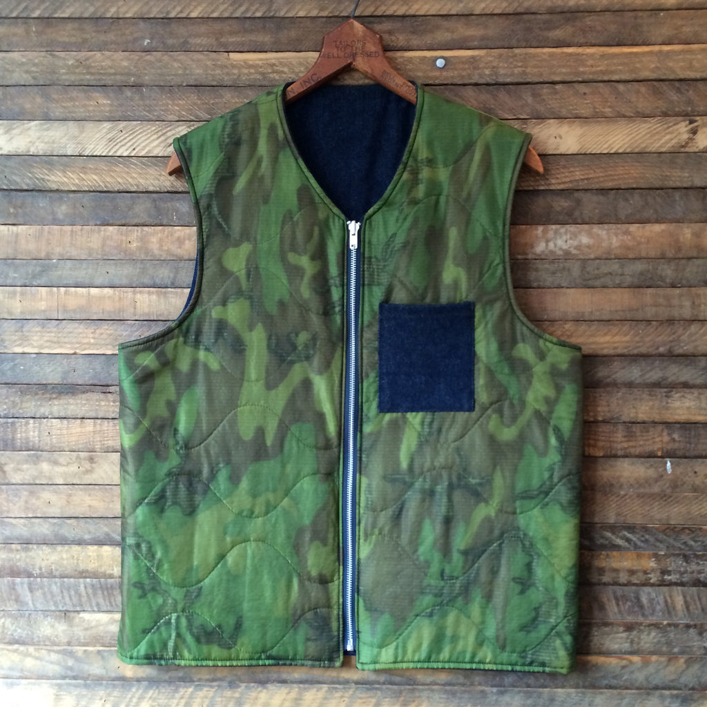 Field Pocket Reversible Vest in Camo