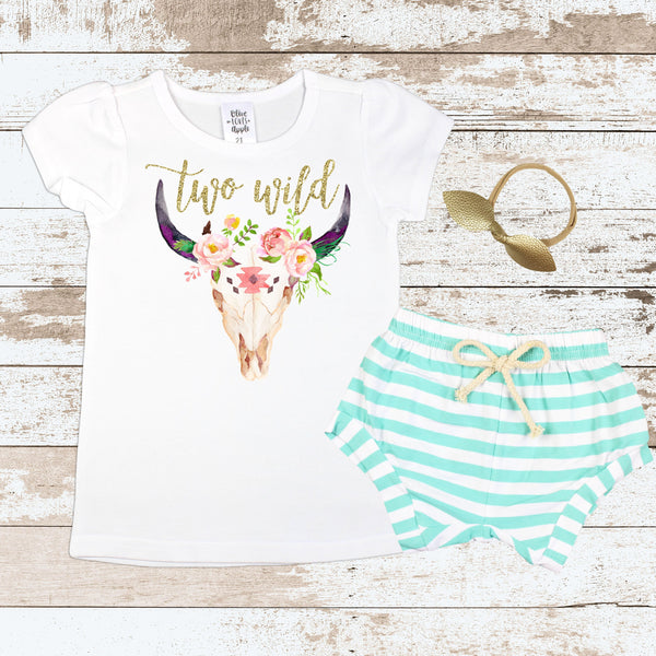 Gold Two Wild Bull Skull Mint Shorts Outfit