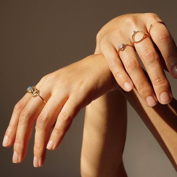 L'occhio Del Cosmo | Eye Of The Cosmos Ring | Gold & Rainbow Moonstone