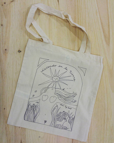 Viviendo en La Tierra (Spanish translation of Living on the Earth) Tote Bags
