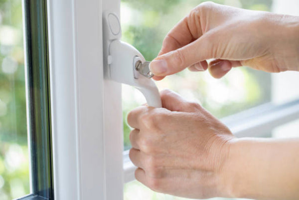 Always lock windows and check window sills | Kuna Blog