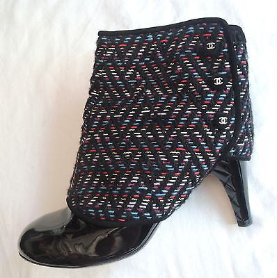 ~ CHANEL BLACK PATENT LEATHER & BOUCLE ANKLE BOOTS / BOOTIES (OH SO CHIC!) 38.5