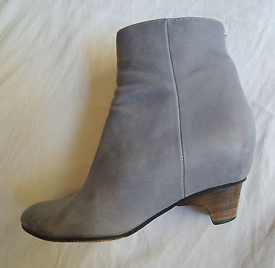 ~ MARTIN MARGIELA DUSKY BLUE GRAY SUEDE ANKLE BOOTS / BOOTIES (FUNKY CHIC!) 36