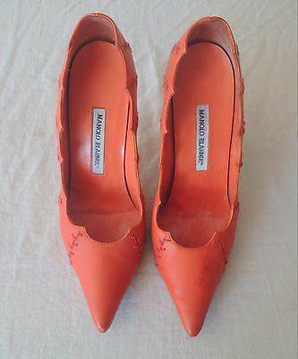 ~ MANOLO BLAHNIK ORANGE  STITCHED LEATHER POINTED TOE PUMPS / HEELS (LOVE!) 39.5