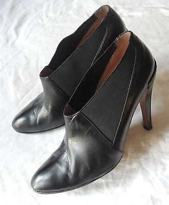 ~ ALAIA BLACK LEATHER ELASTIC ANKLE BOOTS / BOOTIES (SOOOO CHIC)~ 39