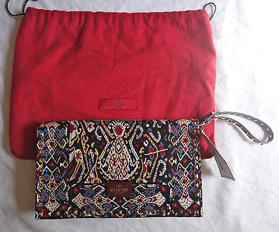NWT VALENTINO EMBROIDERED ROCKSTUD CLUTCH BAG