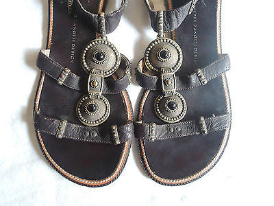 ~ GIUSEPPE ZANOTTI BROWN LEATHER MEDALLION T-STRAP FLAT SANDALS   ~ 35.5